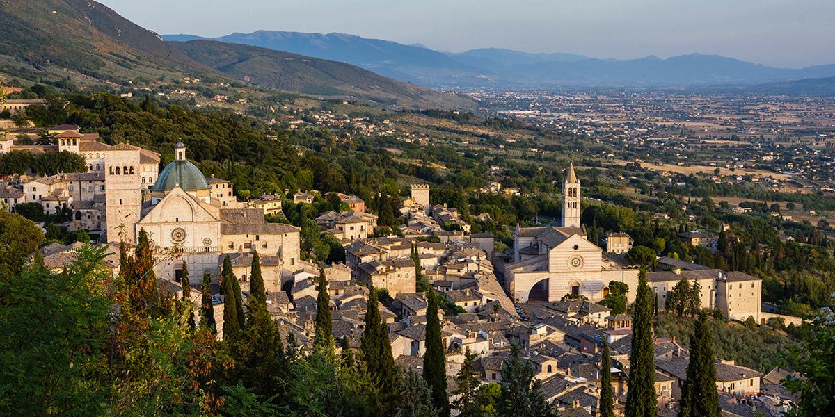 Assisi, urbs o civitas?